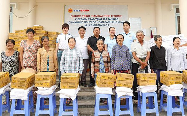 100 tấn gạo từ Vietbank được trao tặng đến các gia đình gặp khó khăn