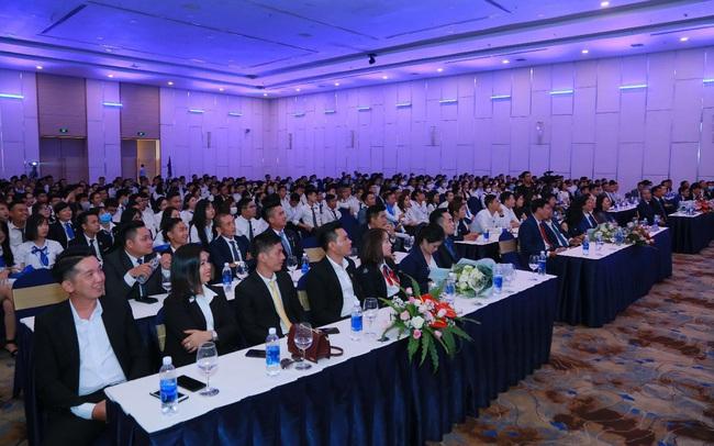 Hơn 500 chiến binh sales hừng hực khí thế trong lễ ra quân dự án The Apus