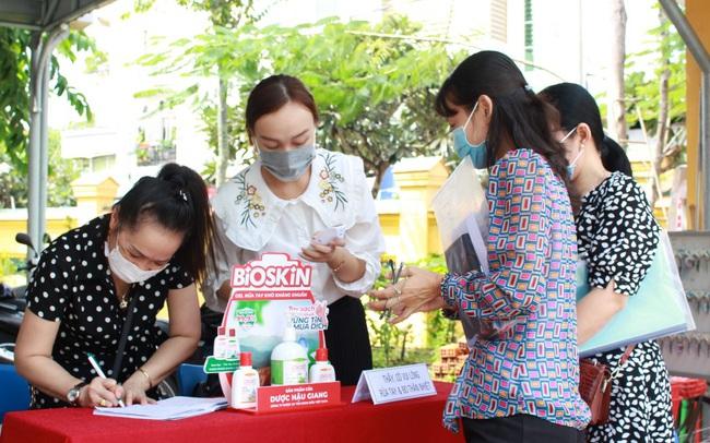 Gel rửa tay kháng khuẩn Bioskin của Dược Hậu Giang đồng hành cùng kỳ thi Tốt nghiệp THTP năm 2020 tại TP Cần Thơ