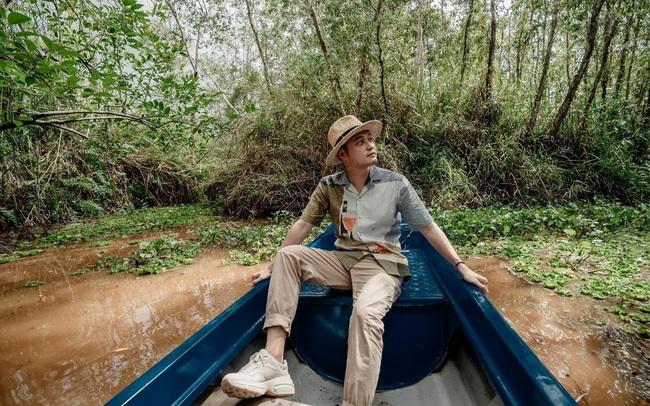 """Quang Vinh cùng Duy Luân """"phóng cano"""" xuyên rừng đước, vượt cầu khỉ chông chênh nơi đất mũi"""