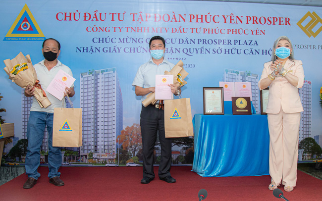 Tập đoàn Phúc Yên Prosper trao giấy chứng nhận quyền sở hữu căn hộ cho các cư dân dự án Prosper Plaza