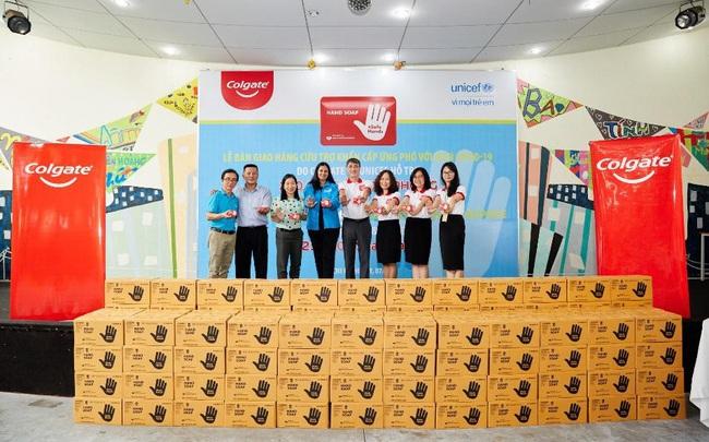 250.000 bánh xà phòng Colgate hỗ trợ ngăn ngừa đại dịch Covid-19 tại Việt Nam