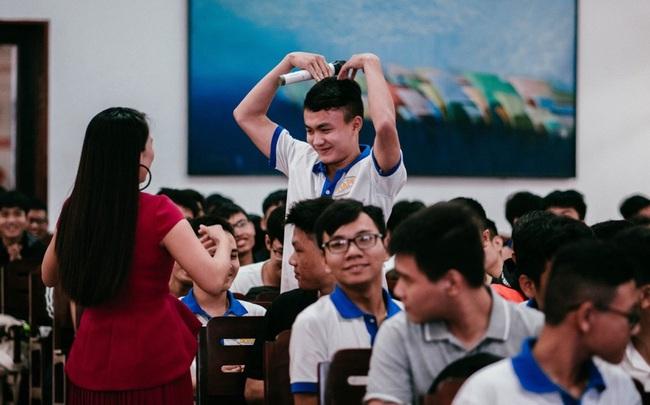 Ms Hoa Giao Tiếp khai phá tiềm năng học viên bằng phương pháp giảng dạy đột phá.