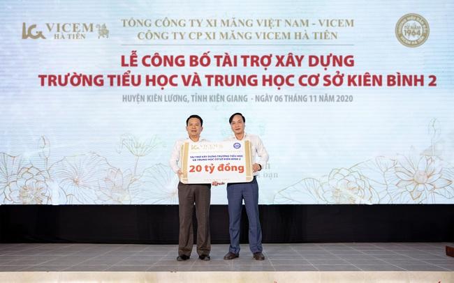 Lễ công bố tài trợ xây dựng trường học ở xã Kiên Bình, huyện Kiên Lương, tỉnh Kiên Giang