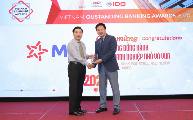 """MB được vinh danh """"ngân hàng tiêu biểu về tín dụng xanh"""" và """"Ngân hàng đồng hành cùng doanh nghiệp SME"""""""