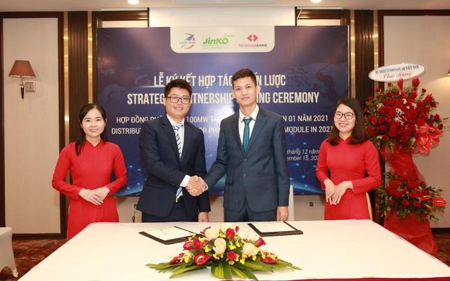 Jinko Solar và Long Tech ký thỏa thuận phân phối 100MW tấm năng lượng mặt trời
