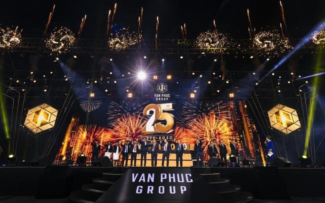 Trúng thưởng Mercedes, Honda CRV trong sự kiện 25 năm thành lập Van Phuc Group