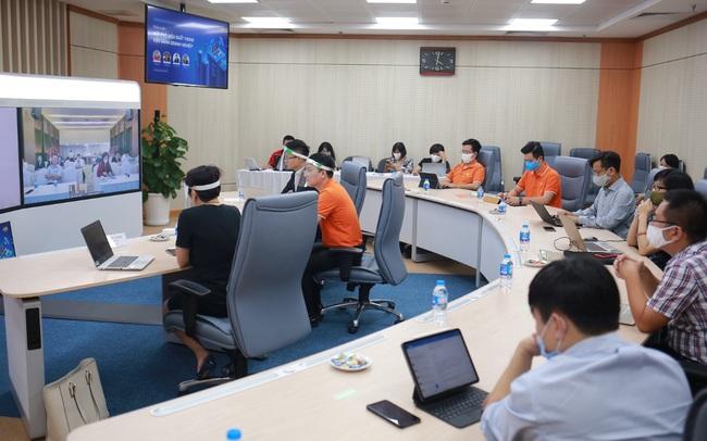 FPT khai màn giao dịch nội bộ, kỳ vọng lớn vào thị trường CNTT 2021