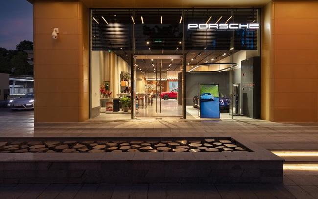 Studio của Porsche chính thức khai trương tại tòa nhà Capital Place ở Hà Nội