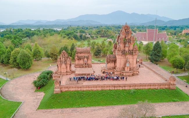 Làng Văn hóa - Du lịch các dân tộc Việt Nam - Cơ hội khi du lịch nội địa trở thành xu hướng?