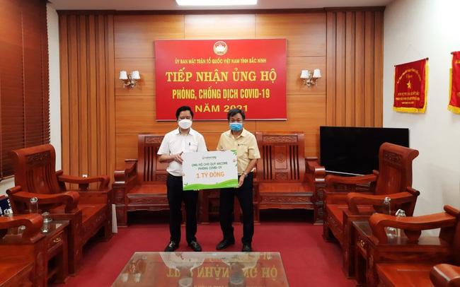Vinasoy trao tặng 1 tỷ đồng ủng hộ Quỹ vaccine phòng Covid-19