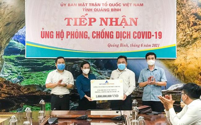 Đất Xanh Miền Trung hỗ trợ Quảng Bình 1 tỷ đồng, nâng tổng số tiền ủng hộ quỹ vaccine lên 2 tỷ đồng