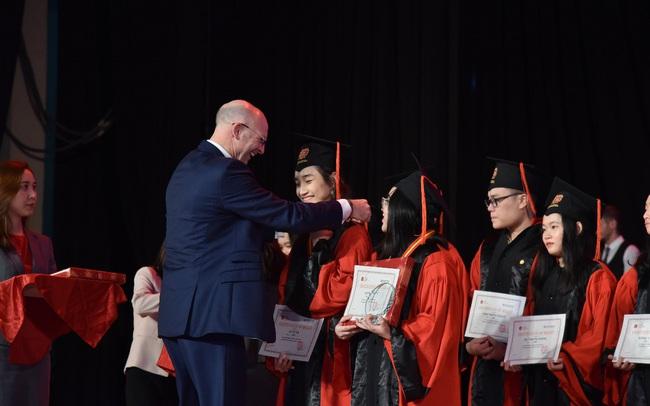12 học sinh lớp 12 VAS nhận học bổng du học trị giá hơn 60 tỷ đồng