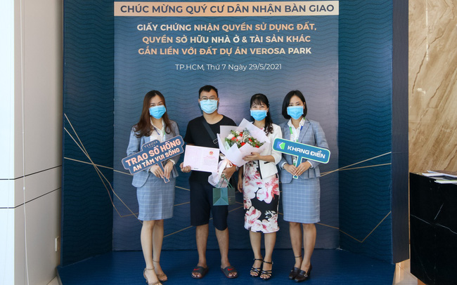 Khang Điền bắt đầu bàn giao sổ hồng cho cư dân Verosa Park & Safira