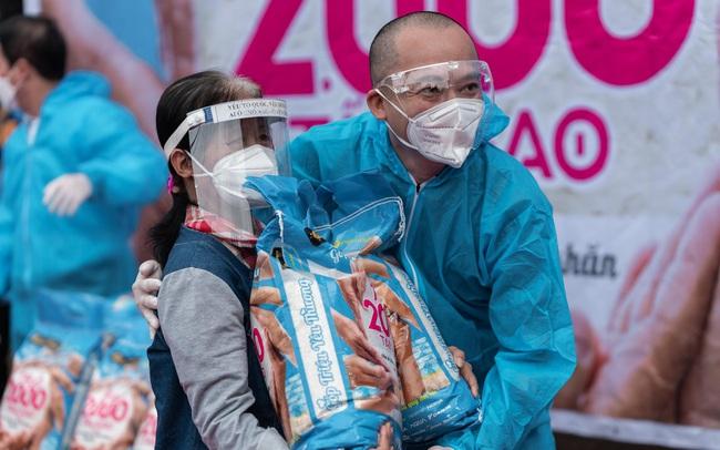 Thế giới di động & Điện máy Xanh trao tặng 2.000 tấn gạo, triệu bữa ăn no