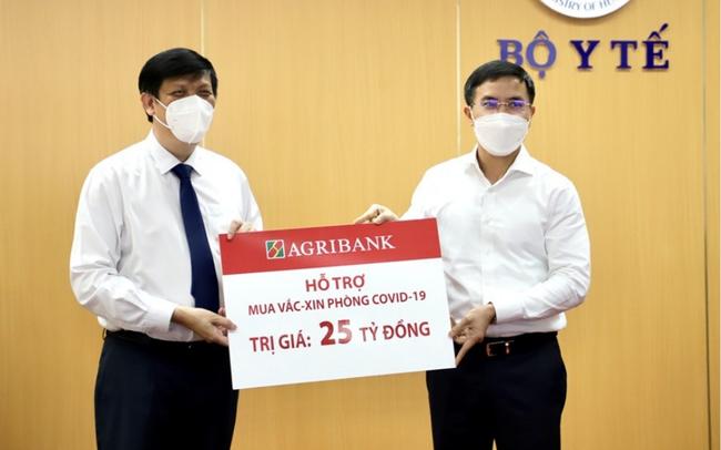Agribank ủng hộ 53 tỷ đồng trong đợt cao điểm phòng chống dịch COVID-19