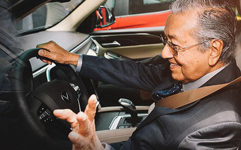 Tuổi U100 của Thủ tướng Malaysia và tốc độ 100km/h trên đất Việt