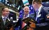 Nhà đầu tư hứng khởi với quyết định mới của Fed, Dow Jones tăng gần 300 điểm