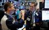 Nhà đầu tư hứng khởi bất chấp làn sóng dịch bệnh thứ 2 bùng phát, Dow Jones tăng gần 600 điểm
