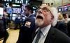 Cơn sóng bán tháo quay trở lại với Phố Wall, cổ phiếu công nghệ đồng loạt lao dốc, Dow Jones có lúc mất gần 400 điểm