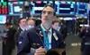 Phố Wall đỏ sàn vì cổ phiếu công nghệ, Dow Jones mất gần 500 điểm