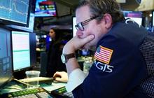 Nhà đầu tư lo ngại về nguy cơ suy thoái kinh tế do virus corona, Dow Jones rớt hơn 200 điểm, Phố Wall chìm trong 'màu đỏ'