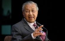 Vua Malaysia chấp nhận đơn từ chức nhưng chỉ định ông Mahathir làm thủ tướng lâm thời