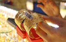 Giá vàng tiếp tục lao dốc, về quanh 46 triệu đồng/lượng