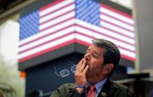 Dow Jones tiếp tục rớt gần 900 điểm sau cảnh báo của chính phủ Mỹ về dịch bệnh