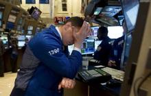 Chứng khoán Mỹ chìm trong 'biển lửa', Dow Jones giảm kỷ lục gần 1.200 điểm, thị trường rơi vào vùng điều chỉnh