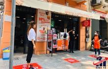Học mô hình của Ấn Độ: Quán cà phê ở Sài Gòn dán chỗ đứng, tạo khoảng cách an toàn cho khách để phòng chống Covid19