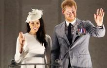 Vợ chồng Meghan Markle nói lời chào tạm biệt trước khi chính thức rời khỏi hoàng gia nhưng lại có hành động gây khó hiểu