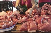 Vì sao giá thịt ngoài chợ vẫn đắt đỏ dù các doanh nghiệp đã giảm sâu giá lợn hơi?