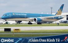 """Thanh khoản đã """"cạn kiệt"""" và rất cần tiền, Vietnam Airlines vẫn miễn phí vé cho bác sỹ, y tá, chuyên gia y tế và vận chuyển hàng hóa phòng, chống dịch Covid-19"""