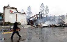 Biểu tình leo thang thành bạo lực, 2 ngân hàng chìm trong biển lửa