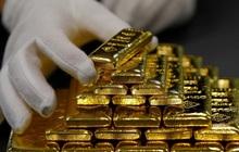 """Giá vàng vượt mốc 1.800 USD/ounce, """"nhảy"""" vào thị trường lúc này có quá muộn?"""
