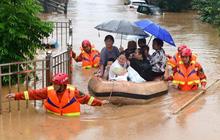 Những con số thiệt hại nặng nề do mưa lũ kinh hoàng ở Trung Quốc