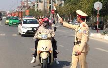 Cảnh sát giao thông cấp huyện được tuần tra, xử phạt trên quốc lộ