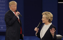 Bà Clinton: Ông Trump có thể từ chối rời Nhà Trắng khi thất cử và nước Mỹ nên chuẩn bị cho điều đó