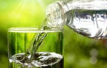 """Ghi nhớ """"công thức số 5"""" giúp bạn uống nước đúng, đủ: Cơ thể vận hành và thải độc trơn tru"""