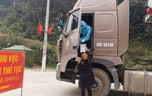 Hàng trăm xe hàng xuất qua Trung Quốc