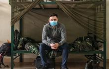 """Chàng trai người Anh viết nhật ký cách ly khiến bạn bè quốc tế """"cám ơn Việt Nam"""" đã âm tính hoàn toàn với Covid-19, tiết lộ hình ảnh sau khi rời trại và chuỗi ngày bất ngờ nổi tiếng"""