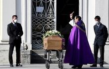 """""""Những cái chết âm thầm tại nhà"""": Bác sĩ Italy khóc vì phải đưa ra những lựa chọn tồi tệ"""
