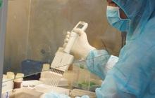 Ảnh: Bên trong khu xét nghiệm virus SARS-CoV-2 ở Viện Pasteur TP.HCM