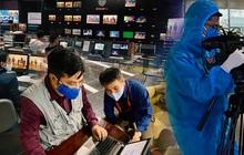 """Hình ảnh phóng viên VTV """"dọn nhà"""" lên khu tác nghiệp dã chiến ăn ngủ và làm việc để đảm an toàn phát sóng gây bão MXH"""