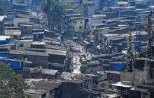 """Quả bom hẹn giờ khiến Ấn Độ có nguy cơ """"vỡ trận"""" vì Covid-19: Khu ổ chuột lớn nhất châu Á với hơn 1 triệu dân, 80 người phải chung nhau một nhà vệ sinh"""
