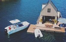 Ngôi nhà nhỏ gọn nổi trên mặt nước, sử dụng năng lượng từ mặt trời nhưng có giá thuê 30 triệu/đêm