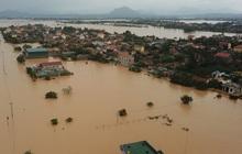 Trường Đại học Thương Mại hỗ trợ 10 triệu đồng cho mỗi sinh viên quê vùng lũ lụt