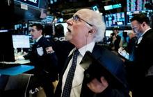 Lo ngại về hạn chót của gói kích thích, Phố Wall đồng loạt lao dốc, Dow Jones mất hơn 400 điểm