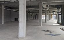 Bên trong một nhà máy trống rỗng, nơi chứa đầy những lời hứa suông của Foxconn